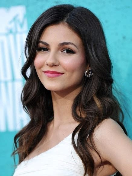 long thick wavy hairstyles victoria justice hair cut popular haircuts