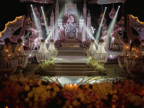 pelamin  dekorasi  fattzura fairytale buat ramai