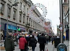 Christmas Shoppers in Henry Street © Eric Jones ccbysa2