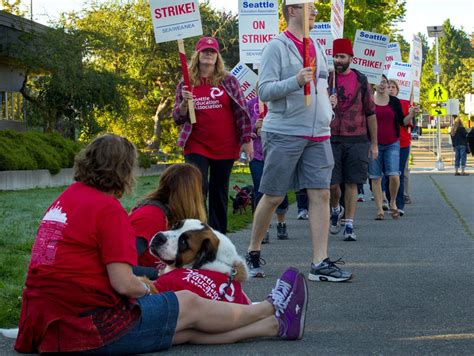 empty classes no talks as seattle schools stalemate 207 | 09102015 StrikeThu02 780x586