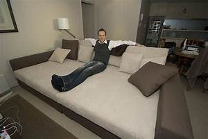How to keep a bed from dominating a mixed use room for Sofa that turns into queen bed