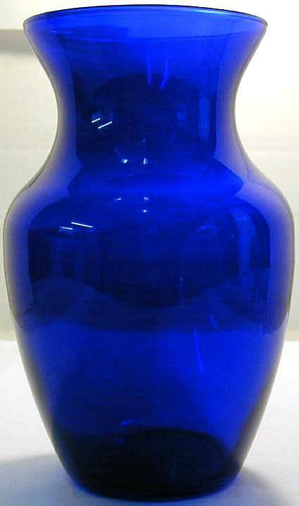 gl vintage    cobalt blue glass flower vase
