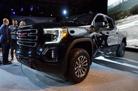 2019 Gmc 4 Cylinder by 2019 Gmc At4 Tries To Elevate Roading