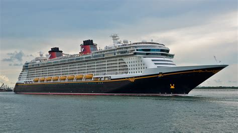 FileDisney Fantasy Cruise Ship (6) (21000557309).jpg - Wikimedia Commons