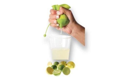 ustensile de cuisine silicone lékué presse citron lékué innovmania presse citron en