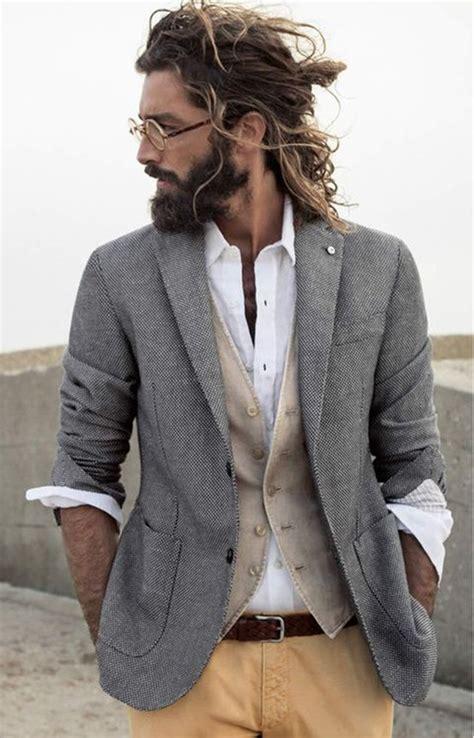 des femmes trouvent les hommes aux cheveux longs