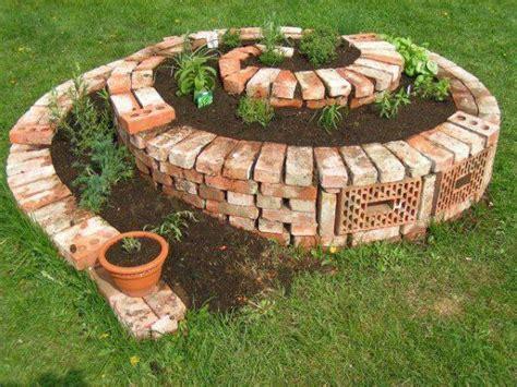 Come Costruire Una Spirale Di Erbe Aromatiche In Giardino