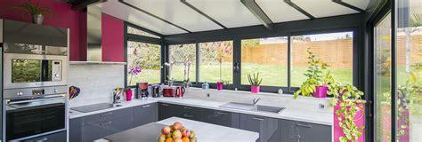cuisine dans veranda photo vérandas cuisine votre espace cuisine aménagé dans une