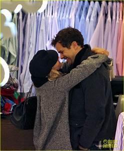 Diane Kruger & Joshua Jackson: Holiday Shopping Kisses ...