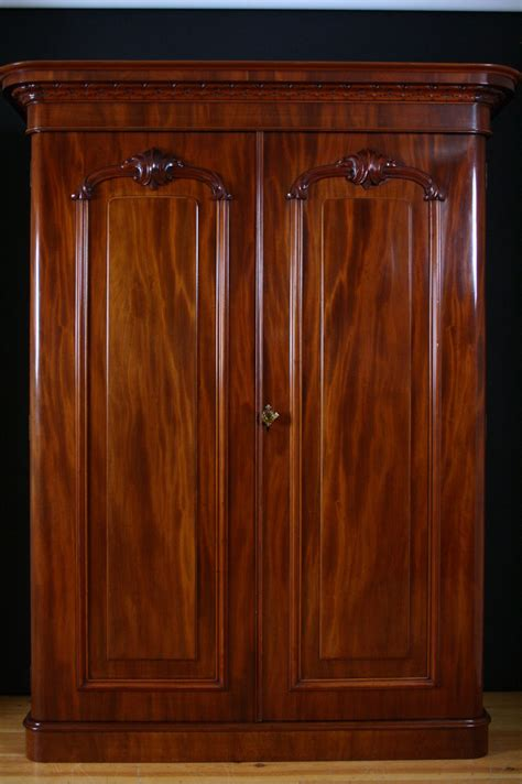 2 Door Wardrobe by 2 Door Wardrobe Antiques Atlas