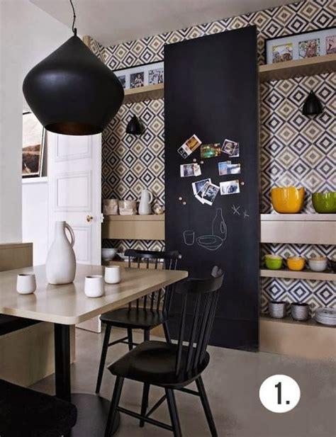 carreaux de ciment cuisine mur de cuisine en carreaux de ciment et tableau noir