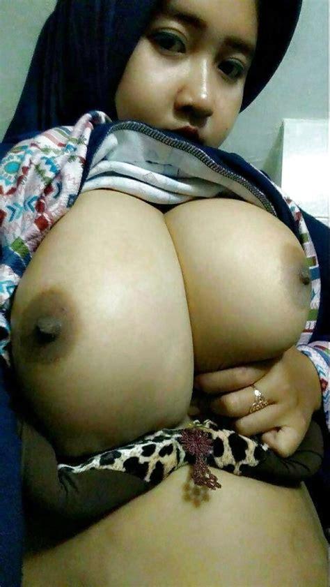Indonesian Jilboobs Susu Besar 3 Pics