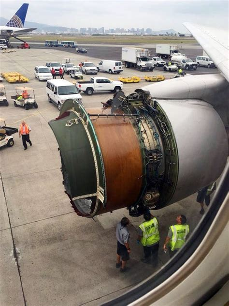 nfa a united airlines flight bound for honolulu suffered a right engine failure on saturday shortly after departing denver international airport, scattering debris but returning safely to the airport, the federal aviation administration said. United Airlines: Flight loses engine cover