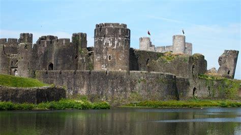 medieval castle defence defending  castle exploring