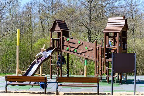 В Зеленой роще открыта новая детская игровая площадка | liepajniekiem.lv