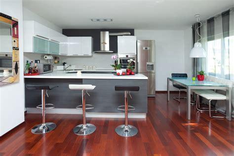 cocina moderna  suelos en caoba fotos   te