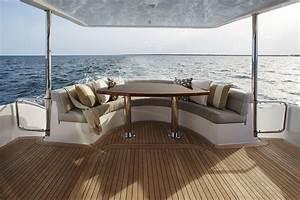 Hatteras Yachts M60