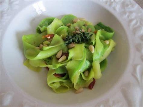 cuisiner une grosse courgette les tagliatelles de courgette une recette facile