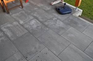 Feinsteinzeug Fliesen Reinigen Flecken : garten terrasse aus betonplatten mit hochdruckreiniger ~ Michelbontemps.com Haus und Dekorationen