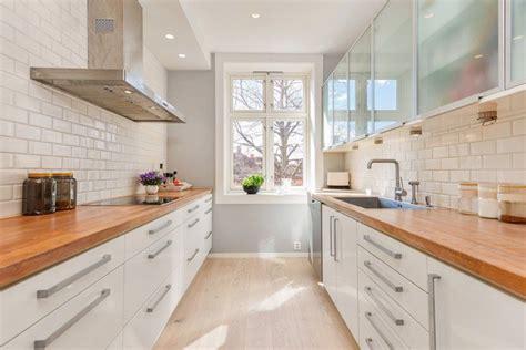 cuisine plan travail bois plan de travail en bois massif chaleureux moderne et