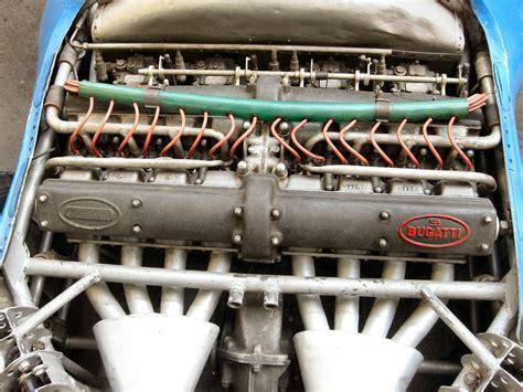 Bugatti Chiron W16 Engine Is Massive!