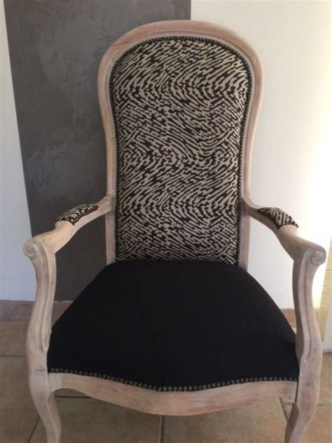 repeindre un canapé en tissu les 25 meilleures idées de la catégorie fauteuil voltaire