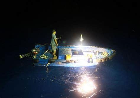 fishing boat lights fishermen start fishing nansha islands in south china