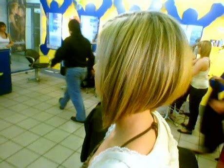 coiffure carre plongeant nuque courte