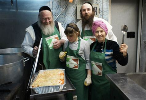 hasidic jew  feeds  people  dignity