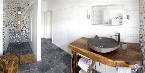 Badezimmer Fliesen Lagerhaus by Flusskiesel Verlegen Der Fliesenonkel