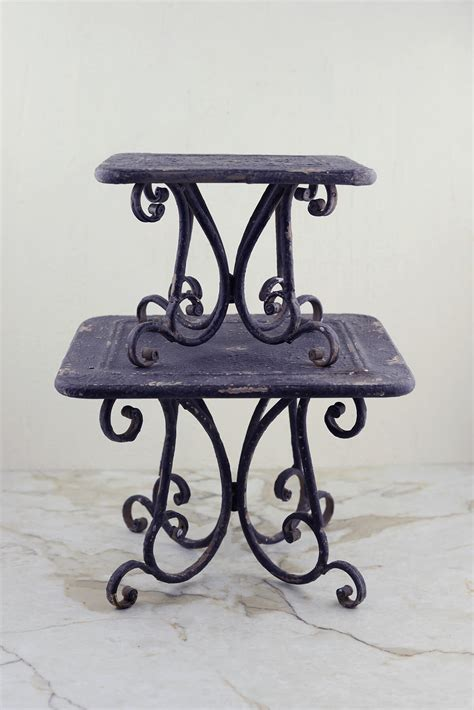 metal pedestal display risers set