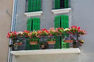 franzosischer balkon mit blumen stockfoto bild von With französischer balkon mit blumen für garten
