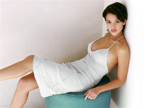 Jessica Alba Photos  French Fashions