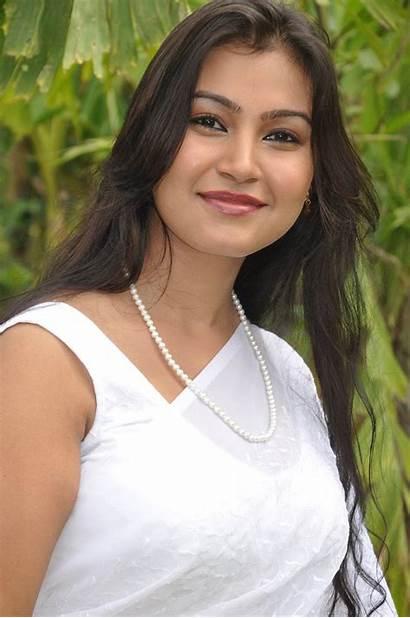 Saree Actress Varsha Stills Tamil Navel Blouse