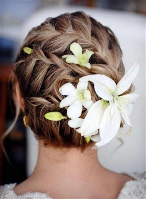 5 fantastic beach wedding hairstyles with flower