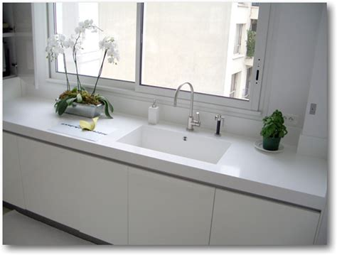 pose meuble cuisine plan de cuisine corian avec cuve sur mesure crea