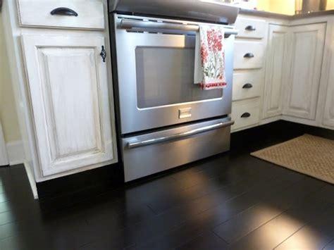 glaze kitchen cabinets best 25 distressed kitchen ideas on 1244