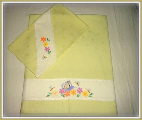 lenzuolino punto croce lenzuolino per o lettino ricamato a mano a punto