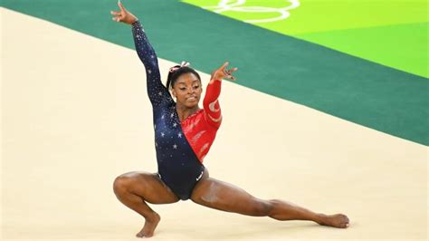 rio olympics simone biles aly raisman reach