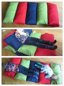 Baby Matratze Ikea : spiel matratze zum kuscheln ikea kissenh llen zusammengen ht und mit ikea 80x80cm kissen ~ Buech-reservation.com Haus und Dekorationen