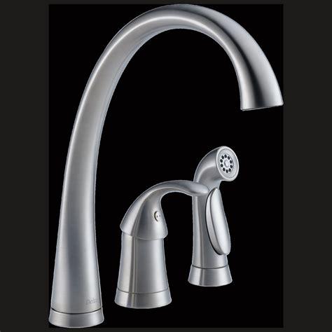 delta kitchen sink faucet delta biscuit kitchen faucet 6533