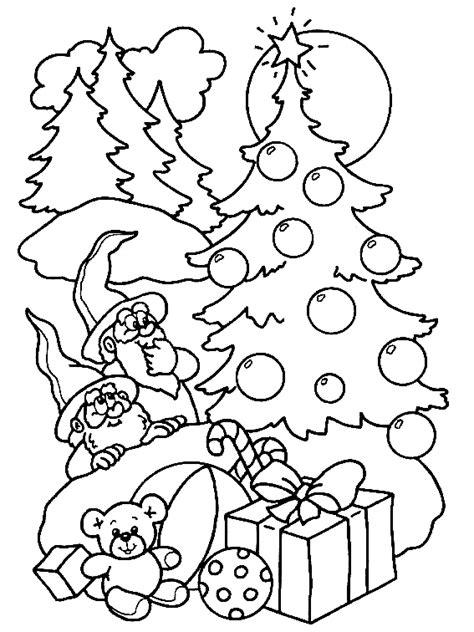 Kleurplaat Kerstboom Met Pakjes by Kerst Kleurplaat Pakjes