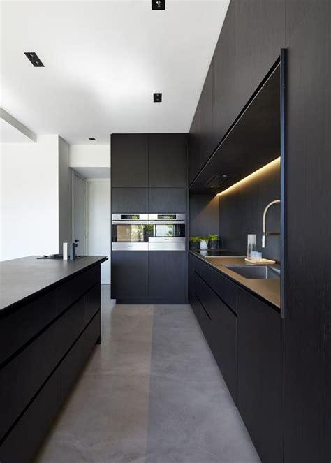 cuisiner a domicile minimal design maison cuisines noires et îles