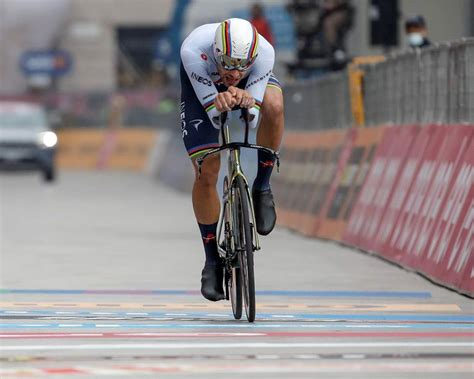 Geoghegan Hart beats Hindley to Giro title by 39 seconds ...