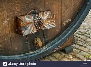 Kalkanstrich Auf Holz : weinfass tippen sie auf holz rustikal aus holz geschnitzte wein themed weinreben plakette ~ Markanthonyermac.com Haus und Dekorationen