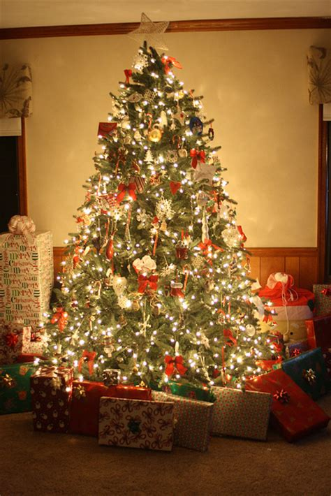 lit christmas tree  gifts pictures   images