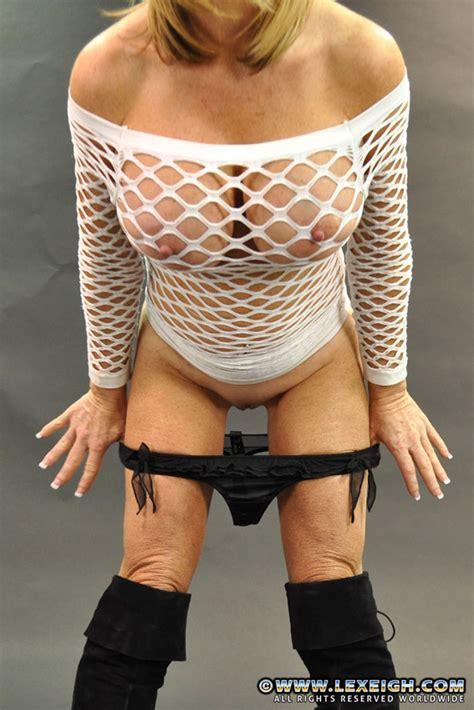 Alluring Milf Lexeigh Flaunt Her Yummy Pussylips Milf Fox