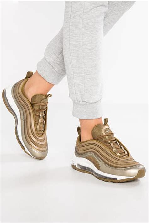 di moda sneakers di moda ecco quali sono le sneakers pi 249 di tendenza