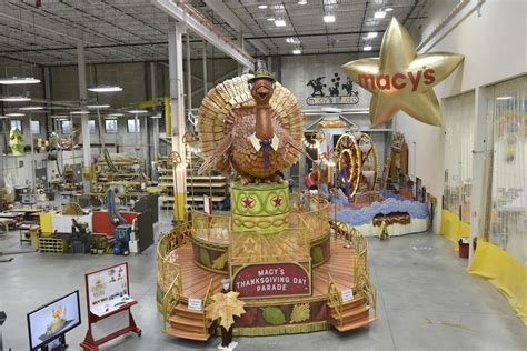 macys thanksgiving day parade floats guide