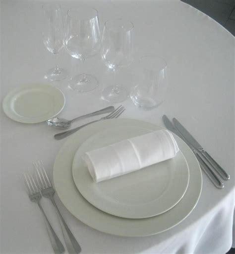 comment bien placer les serviettes sur la table